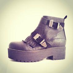 Botas ☆ LISBOA ☆ Las encontrás en el #BAFWEEK pronto en el showroom #boots #booties #botas #shoes #moda #fashion #cool #loveit #trendy #look #lookbook #valentinacolugnattishoes #style #fashionblogger #stylish #estilo #trends #tendencias #shoeoftheday #zapatodeldia #luxury #chic #hippiechic  #aw2014 #otoño #invierno #2014