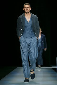 A look from the Giorgio Armani Spring 2016 Menswear collection.