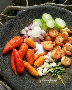 No photo description available. Indonesian Sambal Recipe, Indonesian Cuisine, Easy Cooking, Cooking Recipes, Sauce Recipes, Sambal Sauce, Asian Recipes, Healthy Recipes, Homemade Sauce