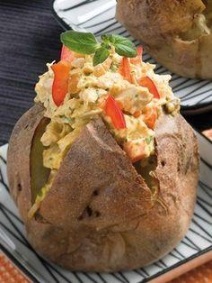 Печеный картофель на гриле с кремом из авокадо