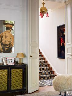 Jacques Grange Transforms a Historic London Townhouse - A vintage art deco light fixture hangs above a staircase. Mirror portrait by Michelangelo Pistoletto; London Townhouse, London House, Modern Home Interior Design, Luxury Interior, Modern Entryway, Entryway Decor, Foyer, Gravity Home, Art Deco Home