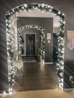 Winter Wonderland Decorations, Silver Christmas Decorations, Winter Wonderland Christmas, Christmas Room, Noel Christmas, Holiday Decor, Diy Christmas Home Decor, Christmas Garlands, Xmas