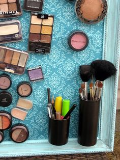 Magnetic Makeup Board- my next house is going to have this! Pill Bottle Crafts, Pill Bottles, Upcycled Crafts, Diy Crafts, Sick Kids, Reuse, Empty, Crafty, Ideas