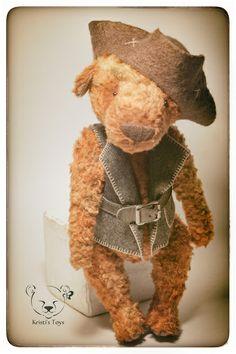 Teddy bear http://www.livemaster.ru/item/5112755-kukly-igrushki-pirat-volshebnyh-morej Пират Волшебных морей. Авторский мишка тедди. Пират - морской волк. Уже настоящий мужчина, хотя еще ребенок.     Жажда приключений и странствий в крови. Воевать не любит, но любит всякие поиски и квесты. Запутанные задачи и таинственные события - это то, что делает…