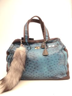 V73 - shopping in ostrich print canvas