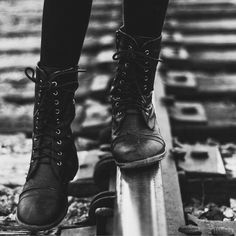 Shoes Boots Nike casual shoes with leggings. Chloe Price, Story Inspiration, Character Inspiration, Reina Kousaka, Moira Burton, Leggings, Dc Batgirl, Tris Prior, Gothic Fashion