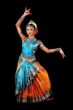 Silk Dancing, Silk Saree Kanchipuram, Indian Classical Dance, Dance Images, Dance Poses, Dance Fashion, Most Beautiful Indian Actress, Dance Photography, Gypsy Style