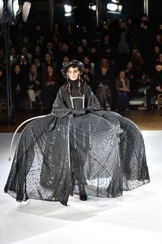 Coleção // Yohji Yamamoto, Paris, Inverno 2016 RTW // Foto 9 // Desfiles // FFW