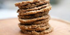 ALLI'S BASIC OATCAKES 1 cup oats, crushed cup coconut flour cup oat bran 1 tsp. sea salt c. no-sugar-added applesauce 1 egg white 1 TB coconut oil, softened cup unsweetened almond milk Yummy Healthy Snacks, Healthy Cookies, Healthy Treats, Healthy Desserts, Snack Recipes, Yummy Food, Easy Recipes, Low Calorie Snacks, Low Calorie Recipes