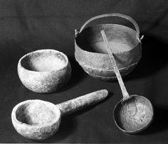 Soapstone bowl and ladle. Iron ladle and pot. Hedmark, Norway (Kulturhistorisk museum).