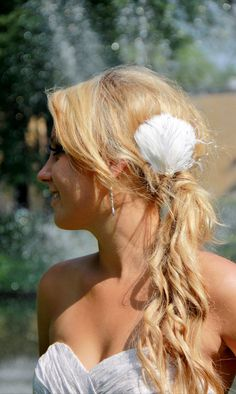 30% off sale ends soon, get yours now!  Ivory or White Feather Bridal Wedding Hair by kathyjohnson3