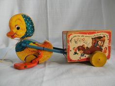 1950 Fisher Price Musical Mother Goose Cart Pull Toy Jouets Fisher Price, Fisher Price Toys, Vintage Fisher Price, Vintage Easter, Vintage Christmas, Retro Toys, 1960s Toys, Old Fashioned Toys, Toy Wagon