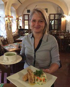 CSÜTÖRTÖK Tejszínes parajleves Gesztenyével töltött csirkemell mexicoi zöldséges rizs  meglepetés Desszertek féláron! #parajleves #spinach #spinachsoup #spenót #gesztenye #chestnut #mexico #sheisthebest #sheistheone #dailyfood #dailymenu #menu #napimenu #waitress #goodjob