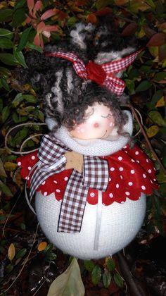 Christmas Balls, Christmas Holidays, Christmas Crafts, Christmas Ornaments, Crochet Camera, Bazaar Crafts, Crochet Rabbit, Hand Embroidery Designs, Soft Dolls