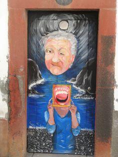 street art. zona velha. arte de portas abertas. un projecto para abrir as portas da cidade do funchal a arte e a cultura. www.zyberchema.net/portas