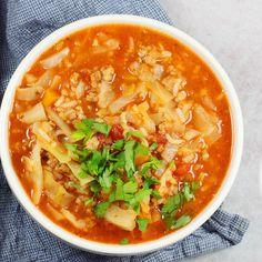Bardzo smaczna i super rozgrzewająca zupa gołąbkowa. To mój niezawodny sposób na szybki i pyszny obiad bez dużego nakładu pracy. Te same składniki co do gołąbków a pracy znacznie mniej. Zapraszam po przepis! Good Food, Yummy Food, Yummy Yummy, Polish Recipes, Thai Red Curry, Soup Recipes, Lose Weight, Food And Drink, Meals