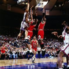 """Dan Devine recalls John Starks' left-handed slam in the final minute of the New York Knicks' victory over the Chicago Bulls in Game 2 of the 1993 Eastern Conference finals — a., """"The Dunk. New York Knicks, Nba Knicks, Basketball Pictures, Sports Pictures, Sports Images, Larry Bird, Basketball Legends, Basketball Players, Basketball Art"""