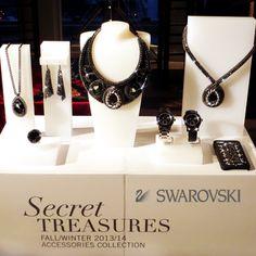 SWAROVSKI se ha definido siempre por su gran originalidad y llevar sus hermosos cristales a todo tipo de accesorios.