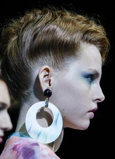 défilé Giorgio Armani printemps-été 2014, Fashion Week Milan http://www.vogue.fr/beaute/en-coulisses/diaporama/en-backstage-du-defile-giorgio-armani-printemps-ete-2014-fashion-week-de-milan/15371/image/847957#!12