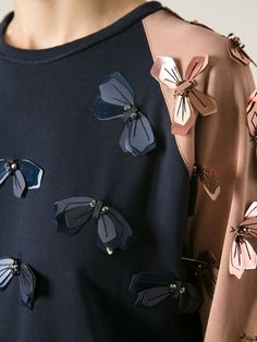 LANVIN embellished sweatshirt - Another! Couture Details, Fashion Details, Look Fashion, Diy Fashion, Fashion Dresses, Womens Fashion, Fashion Design, Fashion Ideas, Vintage Fashion