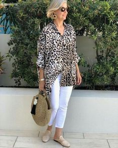 Best Outfits For Women Over 50 - Fashion Trends Over 60 Fashion, Mature Fashion, Older Women Fashion, Over 50 Womens Fashion, 50 Fashion, Fashion Outfits, Fashion Tips, Fashion Trends, Mode Outfits