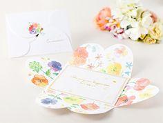 水彩のにじみを生かした色とりどりの花が咲く、似顔絵作家が作った結婚式招待状「花咲く招待状-作家なっつ」