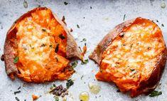 La recette des galettes de patates douces au beurre à l'ail et Parmesan! Tandoori Chicken, Vegetable Recipes, Coco, Baked Potato, Side Dishes, Bbq, Parmesan, Food And Drink, Appetizers