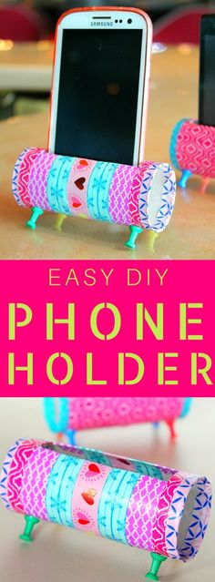 DIY PHONE HOLDER - Re-purposing is all about creativity! Check out this easy peasy DIY Phone Holder! A fun and easy way to reuse and recycle those toilet paper rolls. Diy Cell Phone Stand, Cell Phone Holder, Pot Mason Diy, Mason Jar Crafts, Diy Simple, Easy Diy, Diy Home Decor Projects, Projects To Try, Craft Ideas