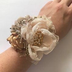 Champagne and Gold Corsage or Boutonnière Fabric Flowers Gold Sparkly Prom Dress, Champagne Homecoming Dresses, Homecoming Flowers, Champagne Dress, Gold Prom Dresses, Prom Flowers, Gold Flowers, Fabric Flowers, Gold Corsage
