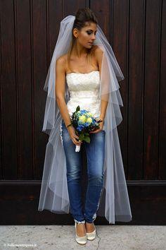 Bride in Jeans Biker Wedding Dress, Denim Wedding Dresses, Jeans Wedding, Denim Bridesmaid Dresses, Motorcycle Wedding, Country Wedding Attire, Casual Wedding Attire, Denim And Lace, Casual Braut