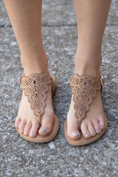 These delicate sandals are the perfect accessory for your summer adventures! Featuring a beautiful brown material paired with an intricate laser cut design,, this gorgeous boho look is made for relaxi