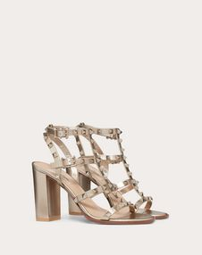 Discover the Rockstud Metallic Calfskin Leather Ankle Strap Sandal 90 mm for Woman. Find the entire collection at the Valentino Online Boutique and shop designer icons to wear. Valentino Garavani, Valentino Heels, Caged Sandals, Ankle Strap Sandals, Strap Heels, Valentino Boutique, Wedding Shoes, Fashion Shoes