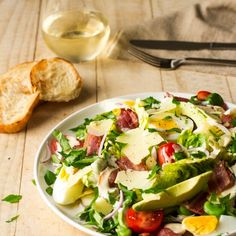 This gourmet Avocado and Bacon Caesar salad is incredibly tasty, with amazing flavours and textures. The avocado boosts the nutritional content of the salad Harissa Chicken, Rosemary Chicken, Gourmet Recipes, Cooking Recipes, Healthy Recipes, Healthy Meals, Yummy Recipes, Recipies, Avocado Recipes