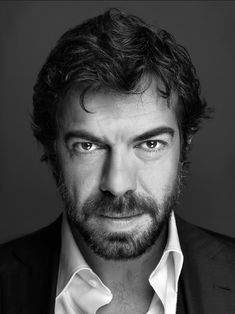 awesome Focus On Most Popular People, Famous Portraits, Vincent Cassel, Portrait Lighting, Looks Black, Influential People, Black And White Portraits, Film Movie, Movies