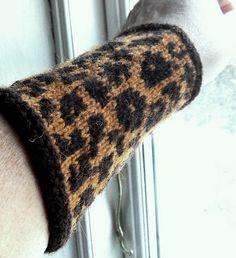 """Ravelry: Wristles """"Ozelot"""" pattern by Mette Hammer"""