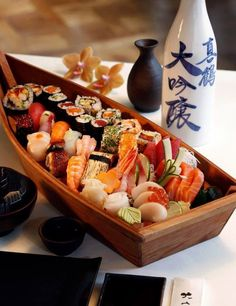 sushi is my favorite food Ramen Comida, Sushi Comida, Japanese Sushi, Japanese Dishes, Oshi Sushi, Sushi Boat, My Favorite Food, Favorite Recipes, Sushi Recipes
