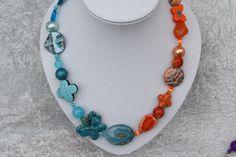 Nun mal ein Exemplar aus meiner Ketten-Kollektion. Dieses Mal ein wunderschönes Stück in türkis und orange mit Perlen in besonderen Formen, verschiedenen Materialien und unterschiedlichen Größen....