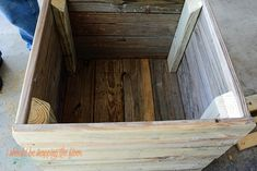 This DIY Planter Box with Wheels is perfect for any patio or garden area. It works perfectly for vegetables or flowers. And rolls where ever you want it. Tutorial is loaded with photos and step-by-step instructions to make this in one morning. Wooden Planter Boxes Diy, Wood Pallet Planters, Cedar Planter Box, Wooden Diy, Woodworking Projects Diy, Diy Wood Projects, Horticulture, Diy Planters Outdoor, Diy Pallet Furniture