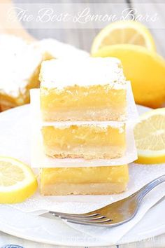I have tried many lemon bars and have always been a bit disappointed. These are the best lemon bars I have ever had! Just look at the thick layer of lemony goodness! That& why these lemon bars are the best. Just Desserts, Delicious Desserts, Yummy Food, Easy Lemon Desserts, Lemon Curd Dessert, Lemon Dessert Recipes, Breakfast Recipes, Meyer Lemon Recipes, Lemon Recipes Easy