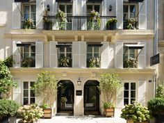 A St. Germain hotel that feels like Paris—part tassels and velvet, part abstract black-and-white photography. St Germain Des Pres, St Germain Paris, Paris Hotels, Design Hotel Paris, Pintura Exterior, My French Country Home, Great Hotel, Top Hotels, Paris Travel