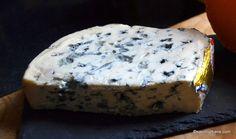 Sos de brânză albastră cu mucegai - rețeta de blue cheese dip (la rece) | Savori Urbane Nachos, Cake, Desserts, Food, Tailgate Desserts, Deserts, Mudpie, Meals, Tortilla Chips
