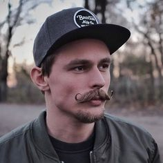 The Mexican mustache is a cool hipster model these days. Also called a curled or handlebar mustache, Goatee Styles, Beard Styles For Men, Hair And Beard Styles, Hair Styles, Mustache And Goatee, Handlebar Mustache, Beard No Mustache, Kids Hair Gel, Mexican Mustache