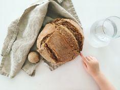 A kenyérsütés lehet gyerekjáték is otthon! Nem kell hozzá csak 5 hozzávalóplusz két segítő kéz, egy jénai és már kész is az isteni Graham kenyér!