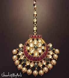 20 Maang Tikka, The Perfect Touch Of Elegance To Your Wedding Look - Trending in 2018 - Tikli.in- Fashion and Beauty Trends, Designer Collections, Exclusive Deals, Bollywood Style and Tika Jewelry, Kundan Jewellery Set, Headpiece Jewelry, Fancy Jewellery, Jewelry Design Earrings, Gold Earrings Designs, Gold Jewellery Design, Temple Jewellery, Jewelery