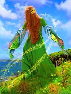 Maeve  > Rainha celta de Tara, transformada em Deusa irlandesa da sabedoria da terra. Shakespeare a trouxe à vida como Mab, a Rainha das Fadas. Em uma versão mais moderna, os ecologistas a associaram a Gaia, o espírito da Terra. (http://pt.wikipedia.org/wiki/Maeve)