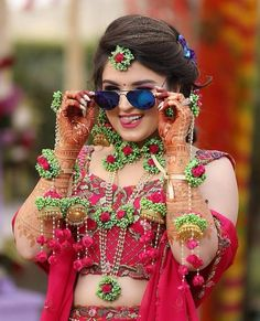 Check floral jewellery alternatives for brides that they can try on their weddings. These floral jewelry alternatives you can try on your wedding ceremonies and on any function. Indian Wedding Poses, Indian Bridal Photos, Indian Bridal Outfits, Indian Bride Poses, Indian Bride Photography Poses, Wedding Couple Poses Photography, Bridal Photography, Girl Photography, Bridal Poses