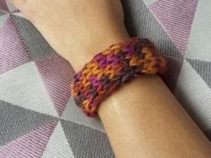 Strickarmband http://www.fuersie.de/unsere-blogs/strickblog/post/trendiges-strickarmband-made-by-susi-strickliesel