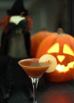 It's almost time for Halloween cocktails!!! Try this one: Caramel Apple Cider.