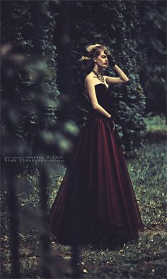 I just saw some cranberry colored shoes to match this! <3