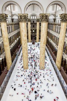 The beach - Snarkitecture - National Building Museum de Washington DC transformé en piscine à balles géante